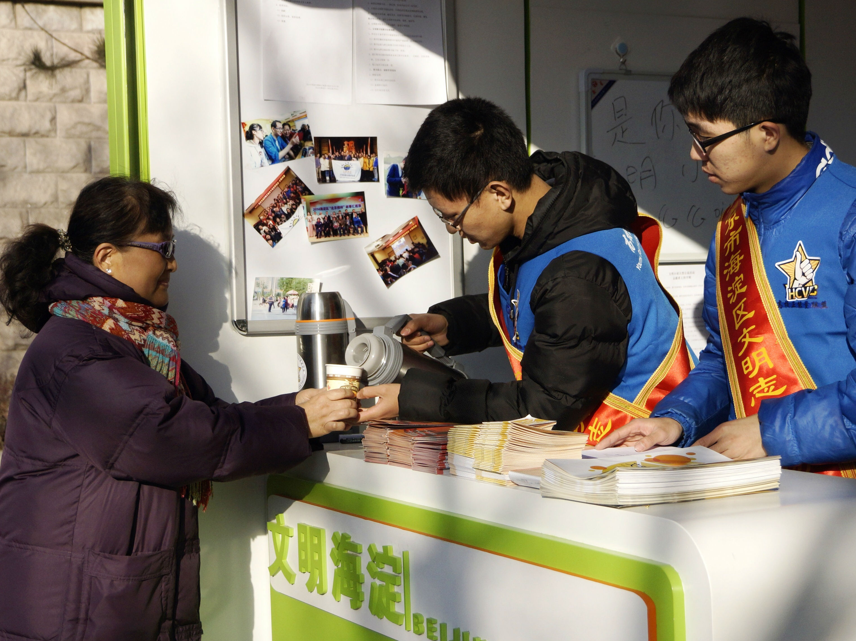 """北京志愿者上街巡逻保平安 被称""""具有社区意识的热心人"""""""