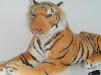 美媒:苏格兰警方与老虎玩偶对峙45分钟 报警人竟获赞