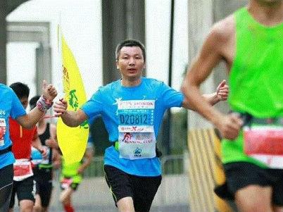 港媒:42岁杭州男子跑步回家过年 27小时跑211公里