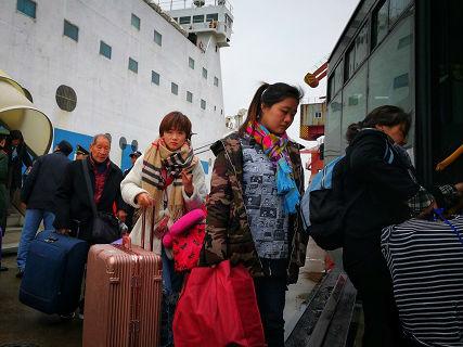 """台胞返乡成""""人在囧途"""":抢票转车搭船 """"一路吐回台湾"""""""