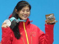 刘佳宇参加单板滑雪女子U型场地颁奖仪式