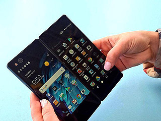 中兴在西班牙推出可折叠双屏手机