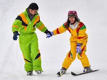 缺雪也挡不住热情!外媒称中国孩子正爱上冬季运动