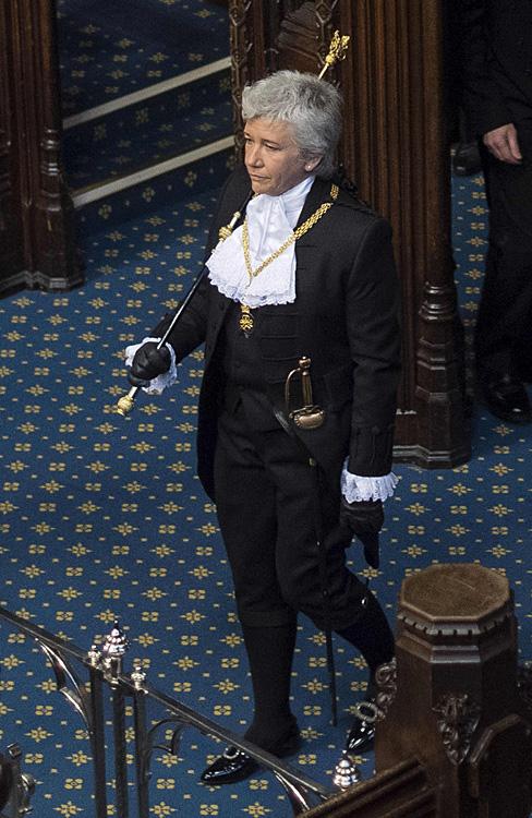 英国史上首位女性黑杖侍卫就任