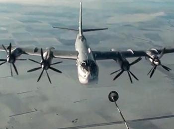 俄军图-95MS轰炸机巡航遭日机跟踪 苏-35S进行编队护航