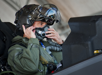 """美空军欲打赢""""人才争夺战"""" 兵力将增至32.9万人"""