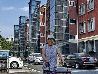 北京老楼实行付费乘电梯 社区居民:太需要了