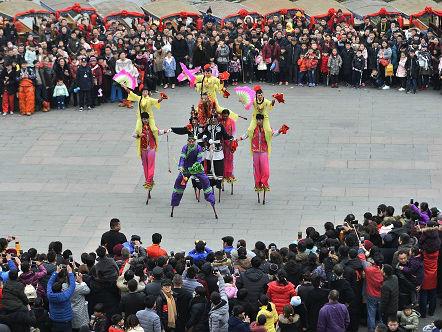 年味儿淡了?外媒称中国春节旧习俗与新事物折射社会变迁