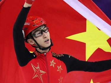武大靖冬奥会为中国夺首金引境外媒体关注