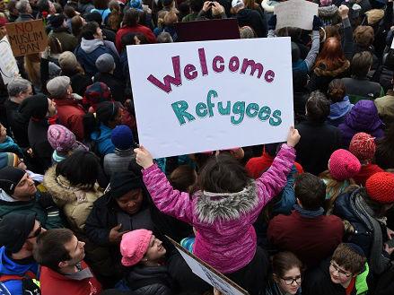 外媒:特朗普岳父母移民美国引争议 白宫被批虚伪