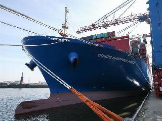 中远海运首艘两万标箱级货轮停靠汉堡