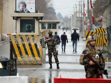 外媒:阿富汗连遭4起袭击 至少31人死亡22人受伤