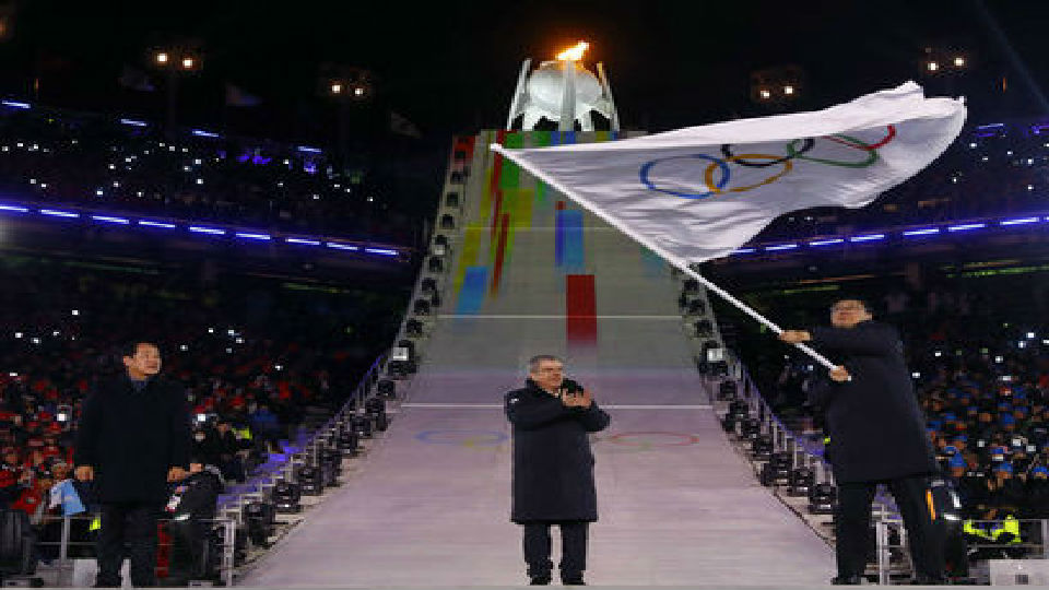 """外媒:北京接过奥运会会旗 冬奥会正式进入""""北京时间"""""""