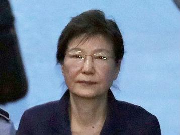 韩媒:韩检方提请法院判朴槿惠入狱30年 罚款1185亿韩元