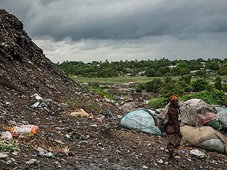 莫桑比克垃圾场土崩瓦解