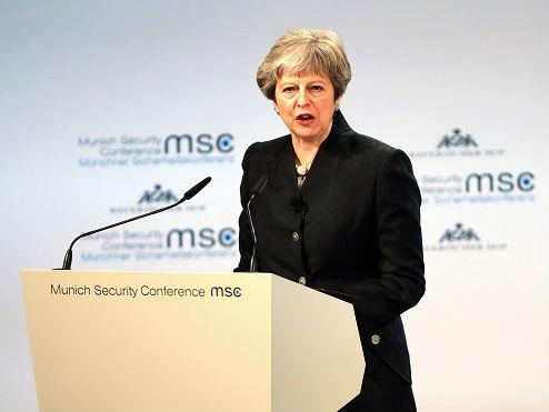 英首相拒接受脱欧协议草案 警告勿借北爱问题肢解英国