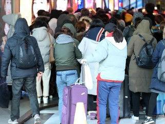 """游客减少韩免税店销售反创新高 韩媒:得益于中国""""代购"""""""