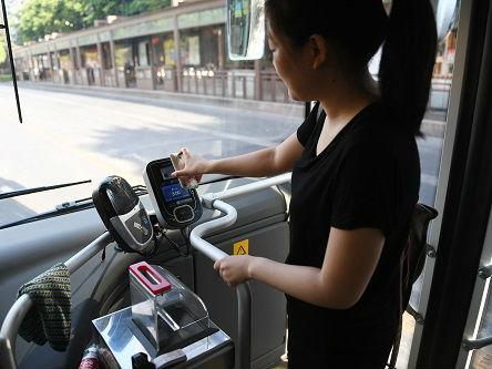 港媒称香港与内地数字经济差距大:打车大多用现金支付