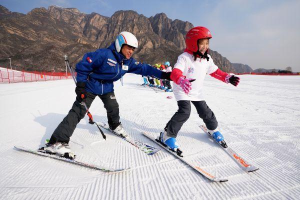 金沙国际网址:外媒:全球滑雪业热盼中国爱好者_高端滑雪市场最受益
