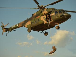 陆军第75集团军:多岗锻炼打造空地一体全能飞行员