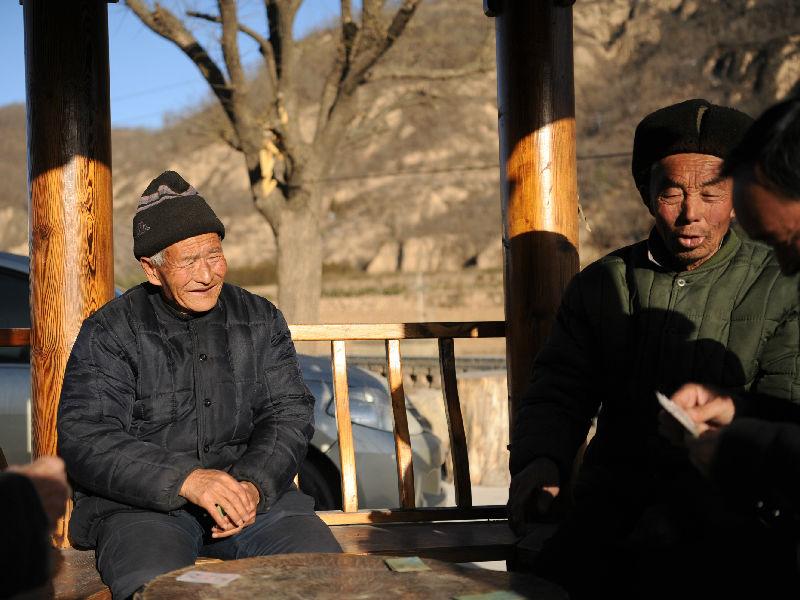 """西媒关注中国""""空巢老人"""":鼓励子女独立 但仍孤独失落"""