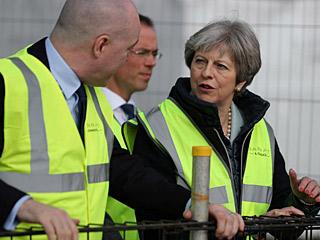 特雷莎·梅敦促房屋开发商多盖房:不够用了!