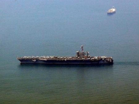 外媒:美航母历史性访问越南意在中国?
