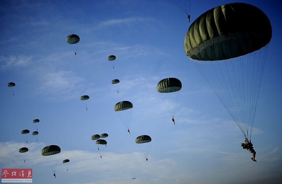 王牌切磋!美82空降师对阵英16突击旅