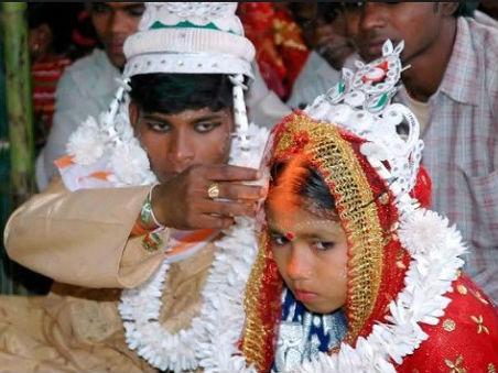 """联合国儿基会数据显示全球每年有1200万""""娃娃新娘"""""""