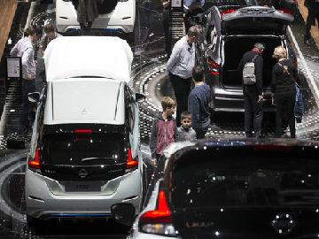 法媒:日内瓦车展性感车模减少 更注重专业性