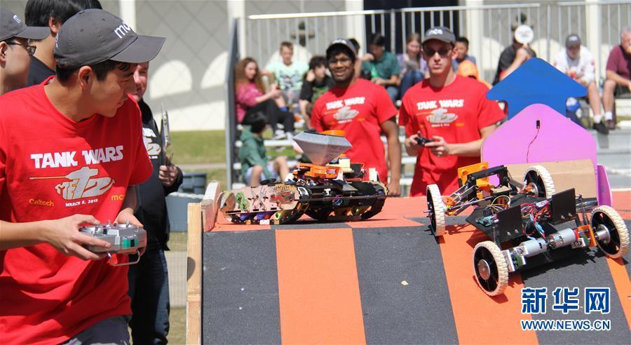 """""""坦克大战"""":美国加州举办机器人大赛"""