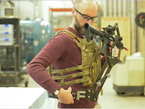 """美媒:美陆军开发""""异形""""式枪架 意在提升单兵战斗力"""