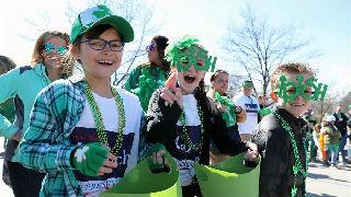 芝加哥举行圣帕特里克节游行