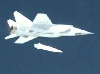 """俄军米格-31试射""""匕首""""高超音速导弹 可灭2000公里外目标"""