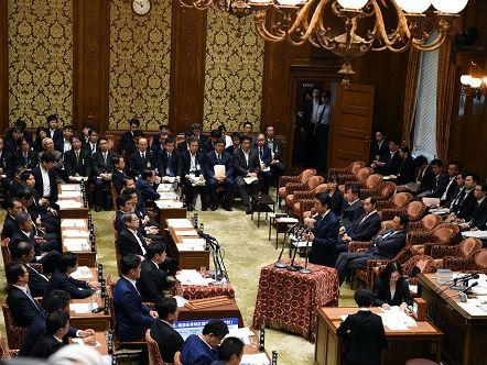 篡改丑闻频发或动摇安倍政权 日媒:因官员看首相脸色行事