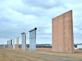 特朗普访美墨边境墙
