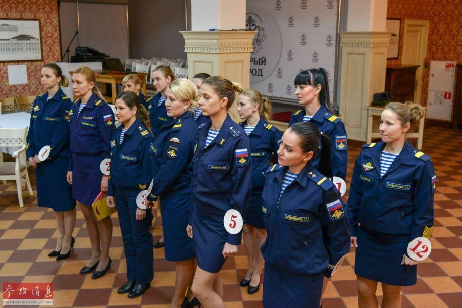 此次参赛的女兵来自俄空降军的情报,通讯,军事管弦乐队和医疗支援单位等不同部队,既有普通女兵,也有女士官。