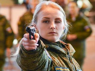 枪法比颜值重要!俄选美看战斗力