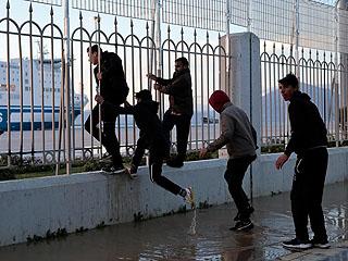 移民竟和警察玩