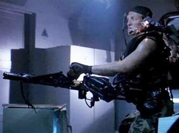 """外媒:美陆军研发""""第3只手"""" 可助力单兵携带重武器"""