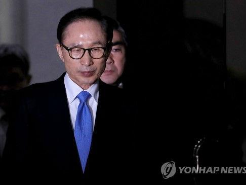 韩检方:李明博只承认收受10万美元 基本否认所有指控