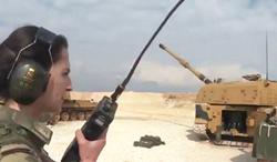 听我号令!土耳其女军官指挥火炮齐射
