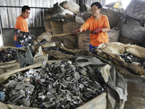 美媒称中国管理旧电池办法为持续用电树立榜样
