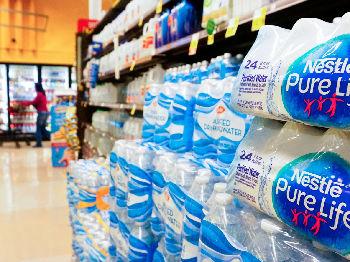 研究称超九成瓶装水含塑料微粒 世卫组织将评估其风险