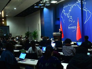 """特朗普签署""""台湾旅行法"""" 中国外交部国防部接连表态:坚决反对!"""