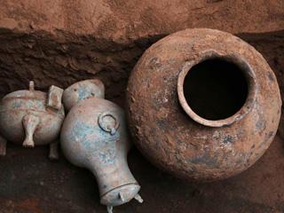 陕西发现千年前秦国古酒