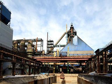 日媒称中国削减钢铁产能成效显著:多地钢铁厂高炉已不冒烟