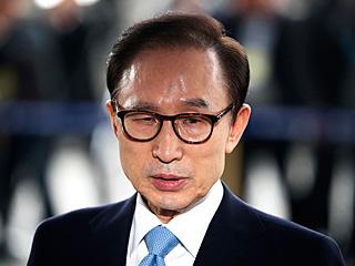 韩国检方提请逮捕前总统李明博