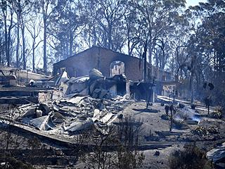 澳大利亚山火过后一片废墟
