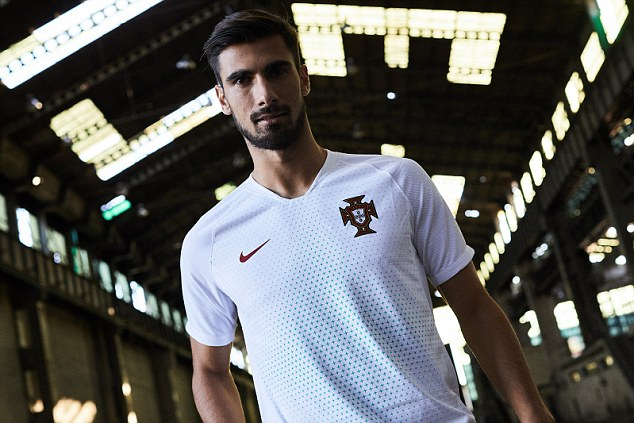 """致敬欧洲杯!葡萄牙队发布世界杯战袍延续""""红配绿""""风格"""